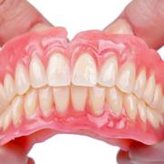 پروتز دندان چیست و چه مزایا و معایبی دارد؟